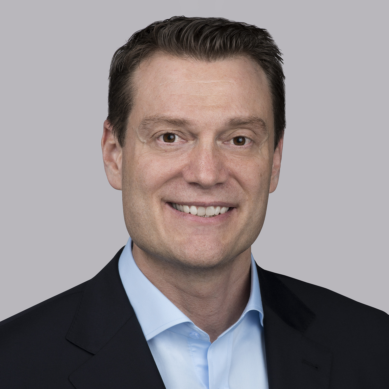Joshua Fennig es el presidente de Essex Europa, un papel que asumió a principios de 2019 después de dos años como vicepresidente de Asia-Pacífico para la compañía. Fennig es uno de los líderes dentro de la organización que cuenta con dos décadas de trabajo continuo con Superior Essex, donde se ha desempeñado en diversos puestos, lo cual le ha permitido ascender cada pocos años en función de la producción y los resultados. Fennig ha demostrado su habilidad para revertir procesos ineficientes e impulsar la innovación, las ventas y el crecimiento en todo el mundo. Ha trabajado en varios cargos en Estados Unidos, Portugal, China y Alemania. Fennig recibió su título en Ciencias de Tri-State University (Trine University).
