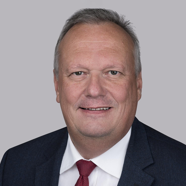 El Ing. Klaus Borstner es el actual presidente de Essex Italia y lidera la evolución continua y el liderazgo del mercado de nuestro negocio enfocado en la energía en el campo de CTC y otros productos de cobre esmaltado múltiple. Tiene 30 años de experiencia en la industria eléctrica, en varios puestos de responsabilidad, y durante su carrera ha desarrollado una gran experiencia global al vivir y trabajar en el sudeste asiático, los Estados Unidos y China. Antes de trabajar en Essex, pasó más de 20 años en Elin, una empresa austriaca que se convirtió en Siemens en el campo de las aplicaciones de HV y de capa superior. Es Ingeniero eléctrico, lo que le ayuda a entender los procesos y la innovación.