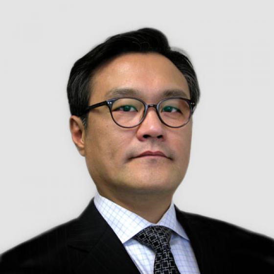 Brian Kim es el director general de Superior Essex, cargo que desempeña desde mayo de 2015. Durante su administración, Kim ha supervisado el establecimiento de la Unidad Estratégica de Negocios Automotrices, el establecimiento de Essex Malaysia, la formación de la empresa conjunta High Voltage Winding Wire, el lanzamiento del MagForceX Innovation Center y la construcción de una instalación de alambre magneto en Serbia. Antes de ocupar el cargo en la empresa, Kim fue presidente de LG Hausys America y director de A.T. Kearny en Seúl, Corea del Sur. Kim recibió su Licenciatura en Estadística Aplicada en Yonsei University y luego obtuvo un Executive MBA de University of Michigan.